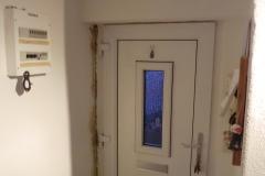 Schimmel innen durch Badentlüfter über Tür (siehe nächstes Bild)