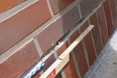 Riss über Fenstersturz durch fehlende Sturzabfangung